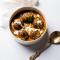 'Meatballs' van bloemkool met rijst en verse spinazie