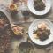 Worstjes en linzen met kruidenrelish