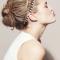 Nonchalant opsteekkapsel met fijne haarbanden