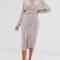 Champagne kleurige midi-jurk met V-hals en pailletten