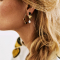 Platina oorbellen met onyx en zoetwaterparel