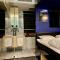 Badkamer met marmeren details