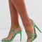 Sandalen met asymmetrische gespen