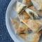 Krokante driehoekjes van filodeeg, spinazie, feta en champignons