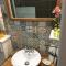 De schattige tegeltjes in de badkamer
