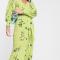 Gifgroene midi-jurk met bloemenprint en pofmouwen