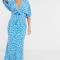 Lichtblauwe maxi-jurk met witte bloemenprint en korte mouwen