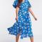 Blauwe midi-jurk met witte bloemenprint en korte mouwen