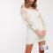 Crèmekleurige mini-jurk met lange mouwen in kant
