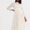 Crèmekleurige midi-jurk met ruitjes en details in broderie anglaise