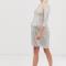 Zilverkleurige mini-jurk met driekwartmouwen bezet met pailletten