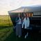 Online moderedactrice Chloë en redactrice Ysaline proefden vorige zomer al van een staycation in de Flaircaravan.