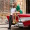 Het mannelijke model voor onze zwoele shoot met latin vibes in Flair deze week werd vakkundig door ons modeteam gescout in de straten van Havana.