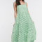 Saliegroene midi-jurk met bloemenmotief en rugdecolleté
