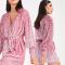 Roze wikkeljurk met pailletten en lange mouwen