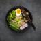 Soupe de nouilles au brocoli, poulet et champignons
