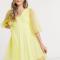 Gele mini-jurk met transparante pofmouwen