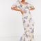 Witte maxi-jurk met paarse bloemenprint en ruches