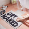 Witte badmat met opschrift 'Get naked'