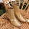 Gouden laarsjes met houten hak