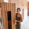 Het voordeel van meteen bij openingstijd aan de deur staan? De hele sauna voor jou alleen!