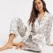 Satijnen pyjama met bloemenprint