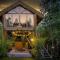 Une cabane dans les arbres avec jacuzzi à Érezée