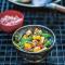 Gekookte tofoe met heilige basilicum