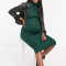 Donkergroeneribgebreidemidi-jurk met rolkraag en lange mouwen