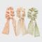 Set van drie satijnen elastieken met sjaaltje
