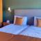 Comfortabele bedden in de omgebouwde hooizolder.