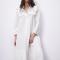 Robe-chemise blanche à manches trois-quarts et détails en broderie anglaise