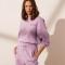 Lavendelkleurige sweater met opschrift