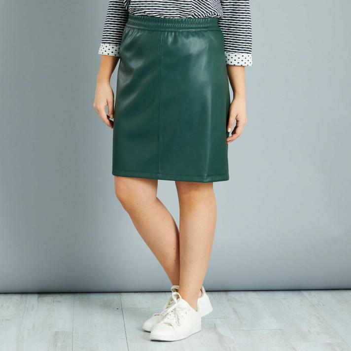 La jupe en simili de couleur