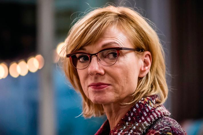 Marleen 'Simonneke' Merckx heeft een glansrol als irritante maar hilarische moeder.