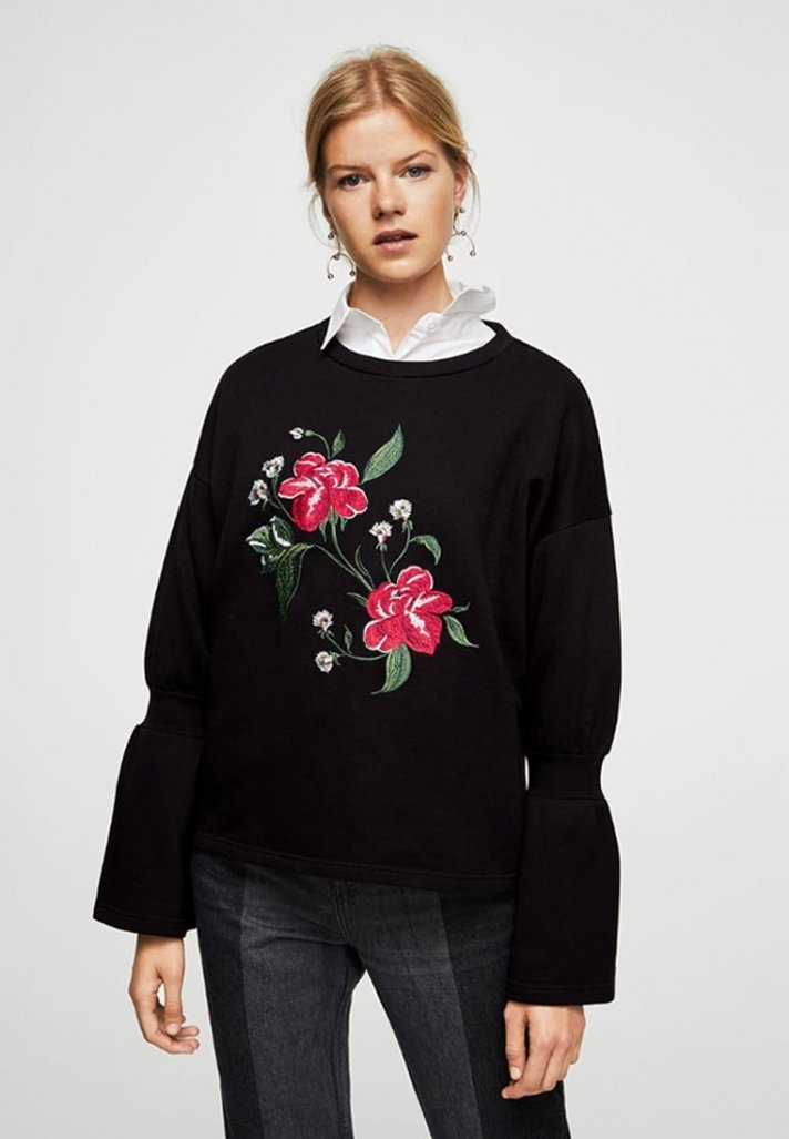 Sweat noir avec broderies florales