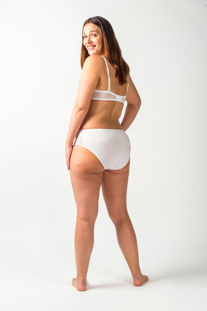 <strong>Inès, </strong>27 ans mesure 1m65 et pèse 65 kilos