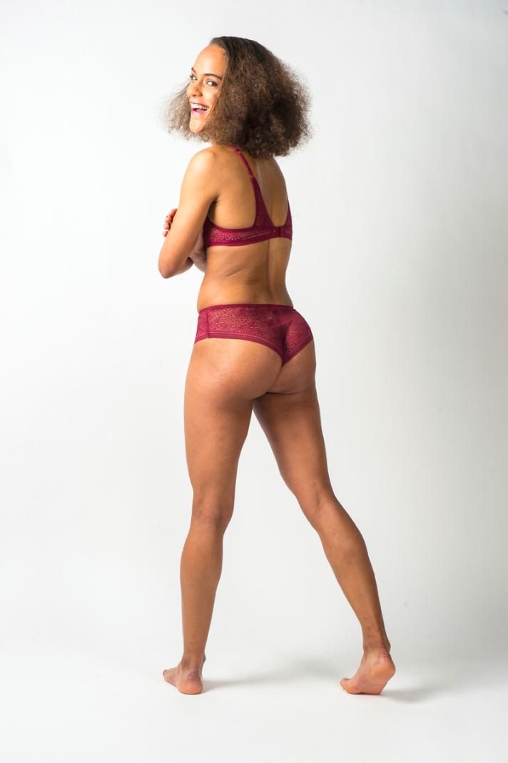 <strong>Dorothée, </strong>24 ans, mesure 1m70 et pèse 57 kilos