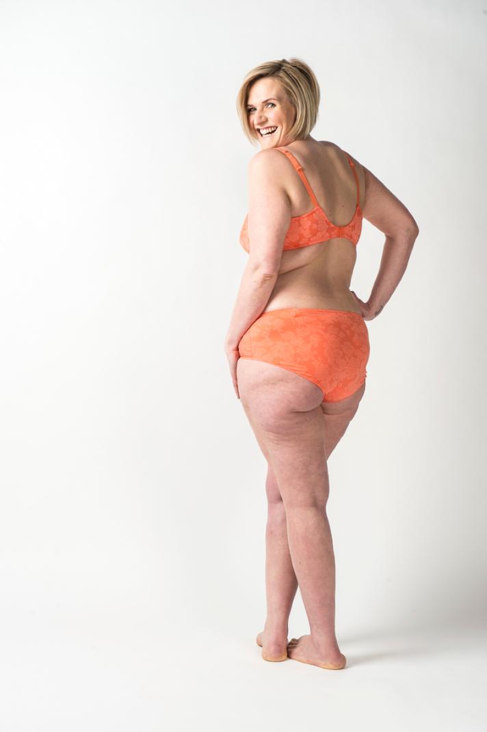 <strong>Yasmine</strong>, 24 ans, mesure 1m69 et pèse 75 kilos