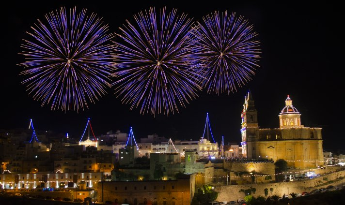 Les Maltais adorent les feux d'artifices.