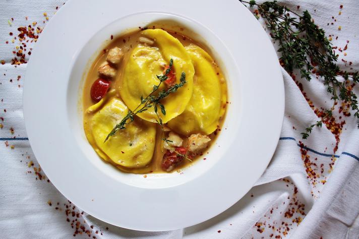 Ravioles aux langoustines et bisque de homard