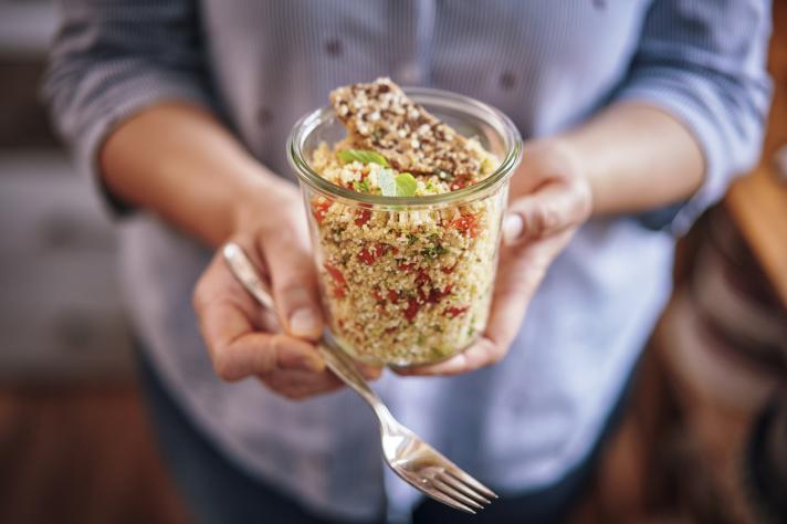 Salade de quinoa aubergine, courgette, chorizo et burrata