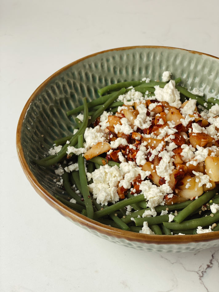 Salade de quinoa, haricots verts et pommes caramélisées