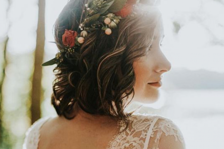 Coiffure pour un mariage sur cheveux courts