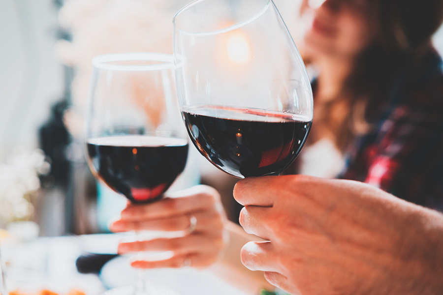 Paarse mond na rode wijn