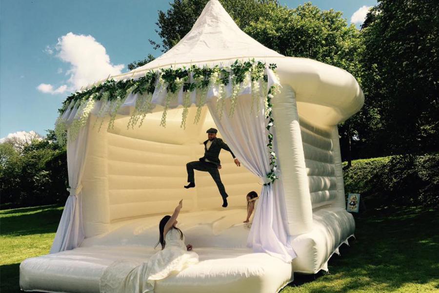 Springkasteel op trouwfeest