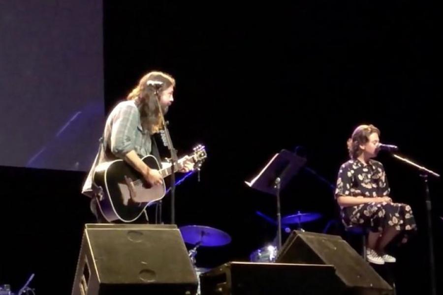 Dave en Violet Grohl coveren Adele