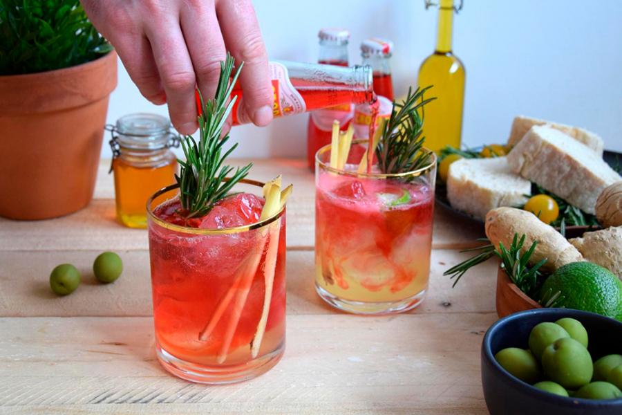 Cocktails met Crodino