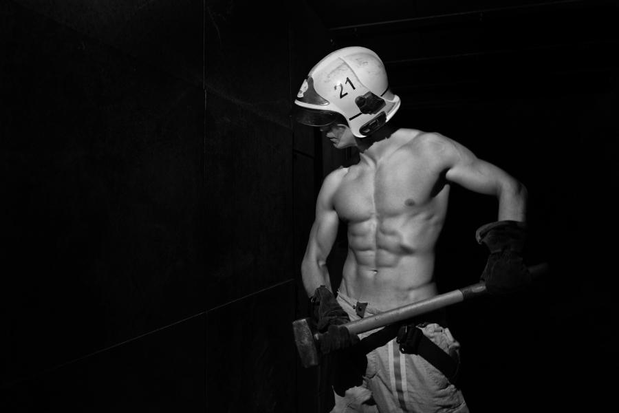 Calendrier Des Feux De L Amour 2019.Hot News Le Calendrier Des Pompiers De Bruxelles 2019 Est