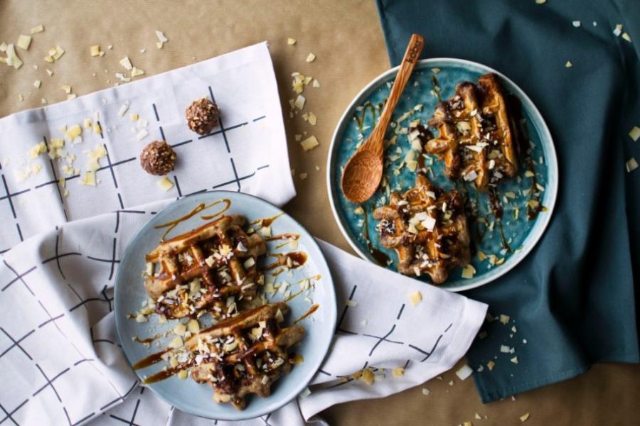 Gaufres aux Ferrero Rocher et caramel beurre salé